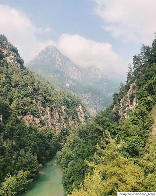 🇱🇧🇧🇷 Que obra de arte da natureza! O Líbano não é lindo? Foto de @hbavi (Chouène, Mont-Liban, Lebanon)