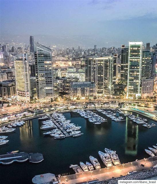 🇱🇧🇧🇷 Beirute nos encanta de dia e de noite. Por isso elegemos esta... (Beirut, Lebanon)