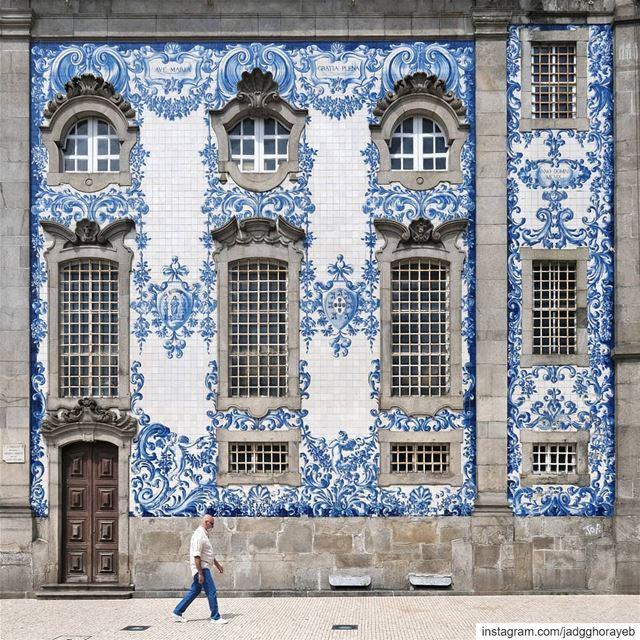 ~ Carmelite Baroque Church ~... azulejos tiles Porto portugal ... (Igreja dos Carmelitas - Porto)