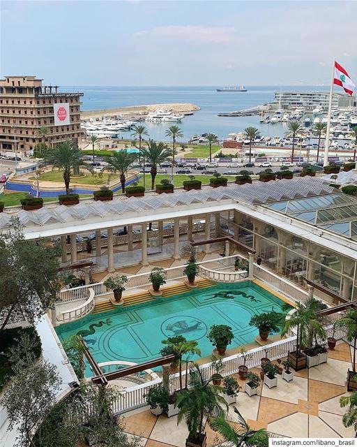 🇱🇧🇧🇷 Coloque o Líbano no topo da sua lista de viagens! Acredite, você... (Phoenicia Hotel Beirut)