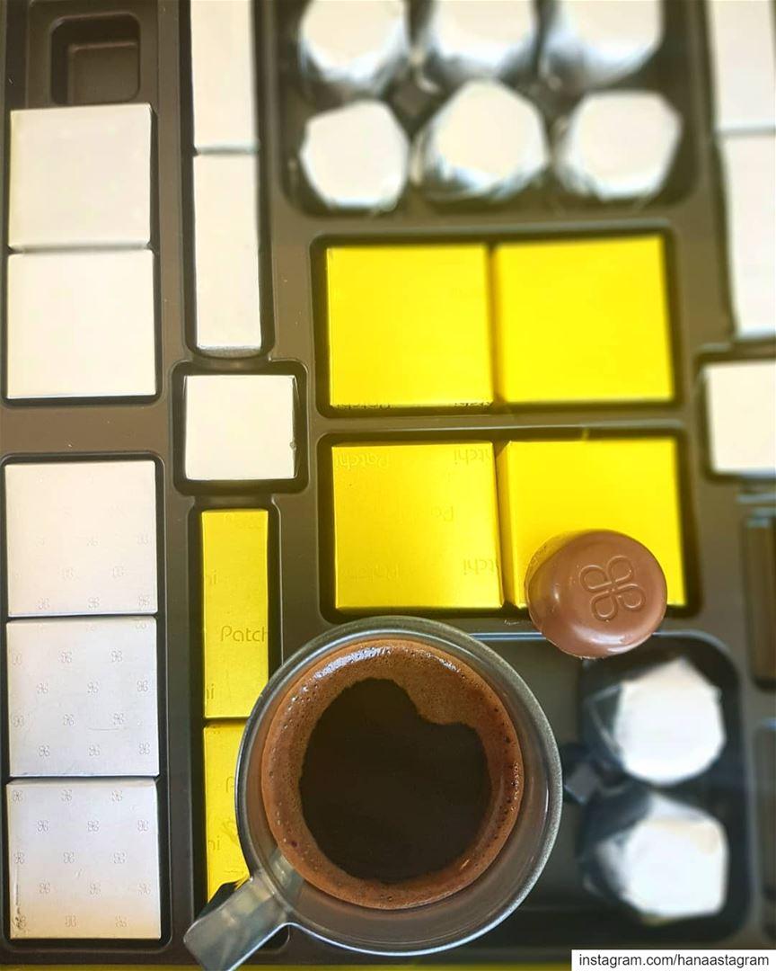 الشغف أن تنهض متجاوزاً كل إنشغالات الصباح لتعانق كوب قهوة وقطعة سكر..........