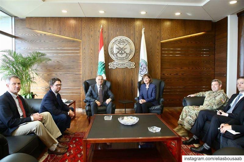 اثناء إجتماعي بالسفيرة الأميركية في لبنان إليزابيث ريتشارد يرافقها وفد يضمّ
