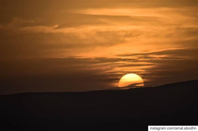 الآمال كالشمس تشرق على الجميع،،، ولكنها لا تخترق الا القلوب المُحِبٍة... ....