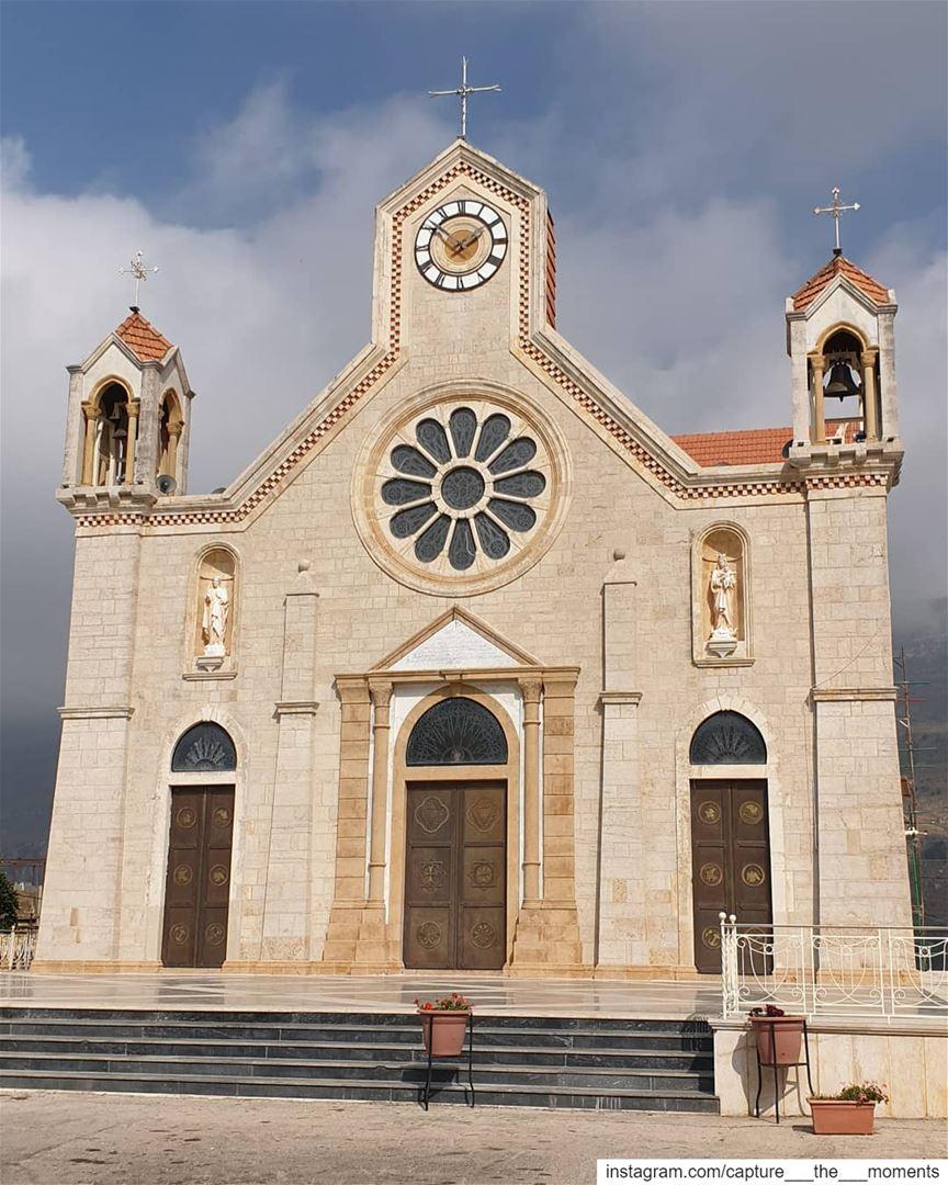 كنيسة مار تقلا - بكاسين ⛪من اجمل كنائس الجبل في لبنان بنيت الكنيسة الاولى... (Bkâssîne, Al Janub, Lebanon)