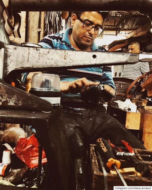 « Don't worry, your shoes will look good again » - The Shoe Man...... (Saïda, Al Janub, Lebanon)