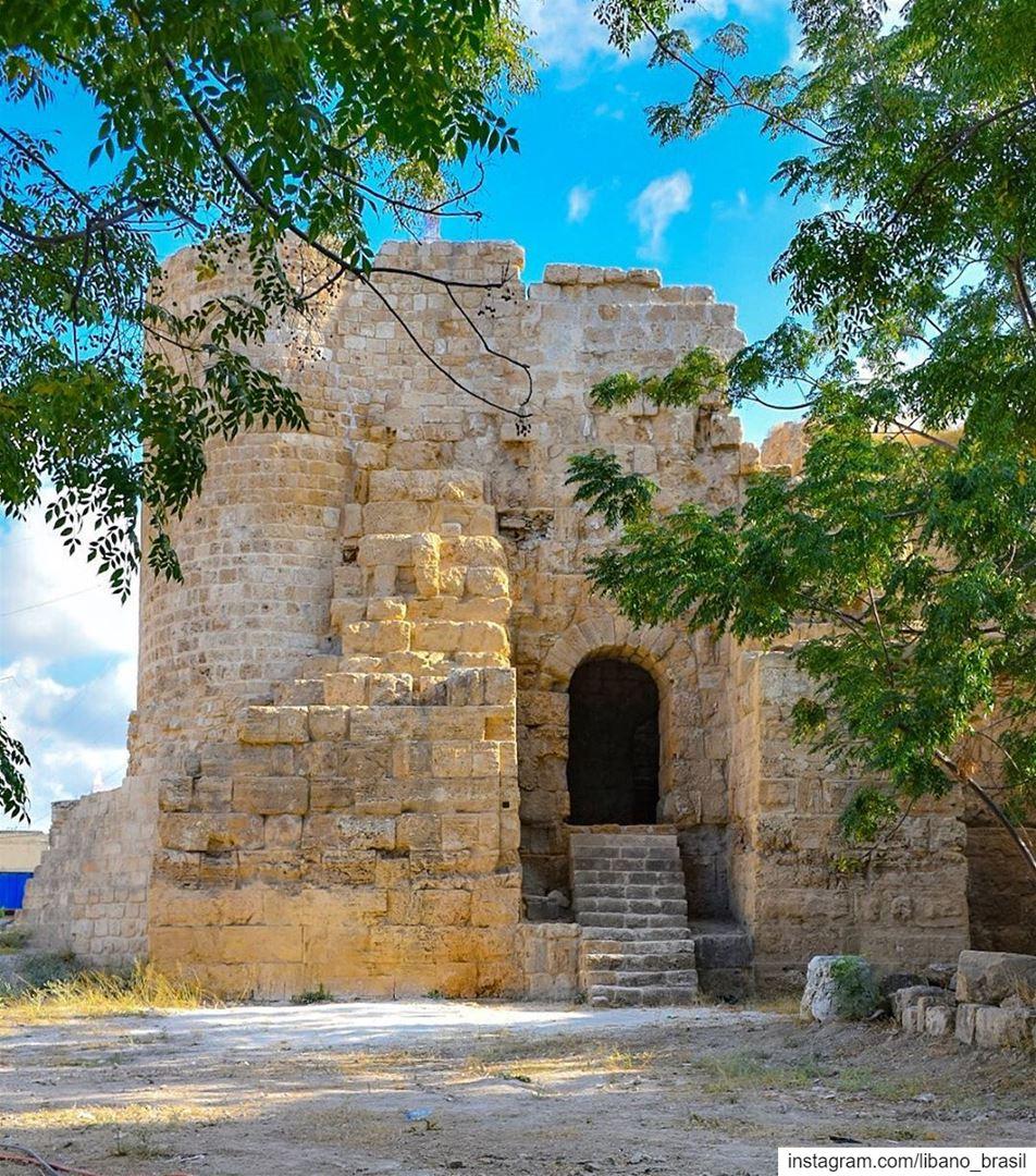 🇱🇧🇧🇷 O Castelo de Saint Louis, também conhecido como Qalaat al Muizz... (Saint Louis Castle)