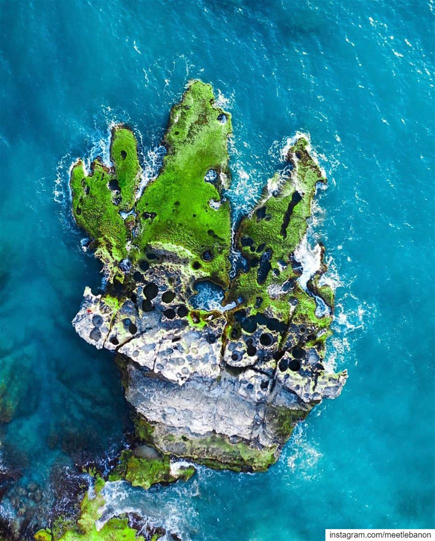 High five the mediterranean sea 🖐💙💚 photo by @deefordiscovery 💚💙 ... (Al Batrun, Liban-Nord, Lebanon)