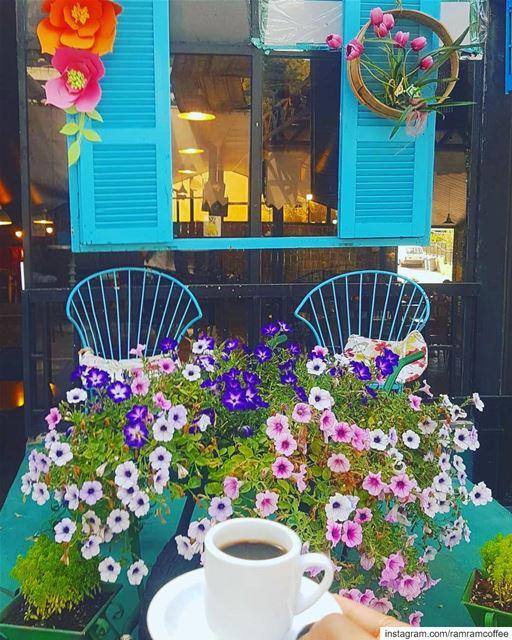 اللحظات الجميلة ليس اين تكون بل مع من تكون .. ramramcoffee ...