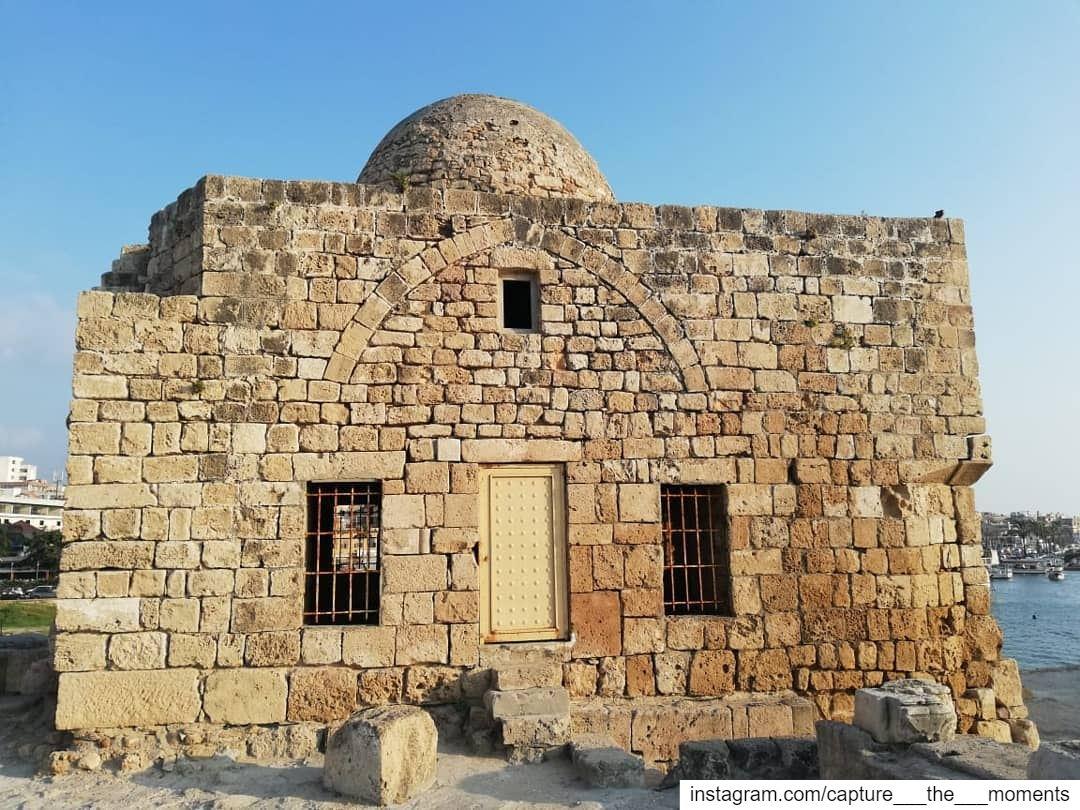 """تُعدّ قلعة صيدا البحريّة والّتي تُعرف أيضاً بإسم """"قلعة البحر"""" واحدة من أروع (Saida - صيدا)"""