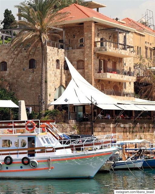 🇱🇧🇧🇷 O encantador porto de Byblos mantém o charme que carrega desde os... (Byblos, Lebanon)