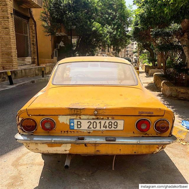 Baby, i've got your number 🎶...... vintagecar  taillights  orange ... (Achrafieh, Lebanon)