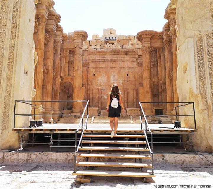 .. بتروح كتير بتغيب كتير و بترجع عادراج بعلبك..... bekaa ... (Baalbek , Roman Temple , Lebanon)