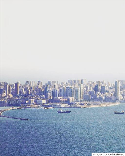 التقطت هذه الصورة لمرفئ بيروت من منطقة درعون حريصا (Beirut, Lebanon)