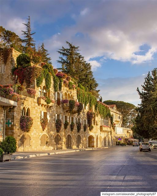 Good evening from The beautiful streets of Broummana.  lebanon ... (Brummana)