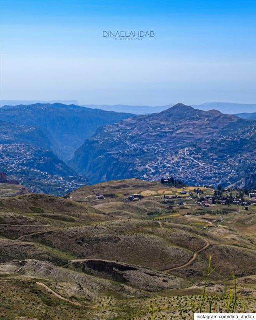 """""""Au fond d'une vallée, le temps passe plus lentement qu'au sommet d'une... (Bsharri, Lebanon)"""