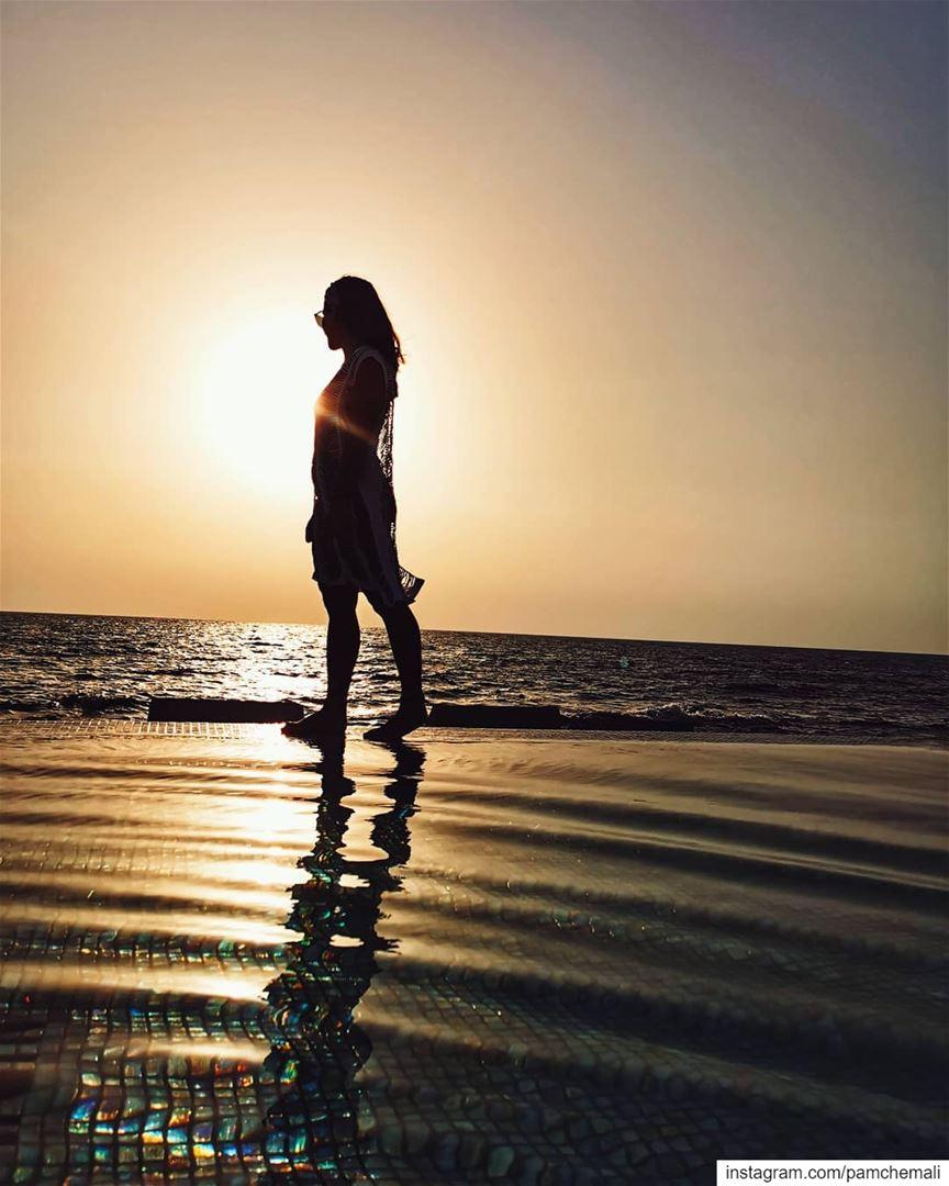 ... stateofmind 🔥📍 @kalaniresort sunsets 📸 @huaweimobile... (Kalani Resort)