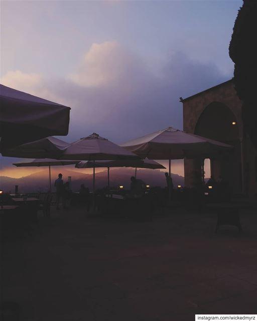 When the sky wants to have a talk 💬 lebanon livelovelebanon beiteddine... (Beit Ed-Deen, Mont-Liban, Lebanon)