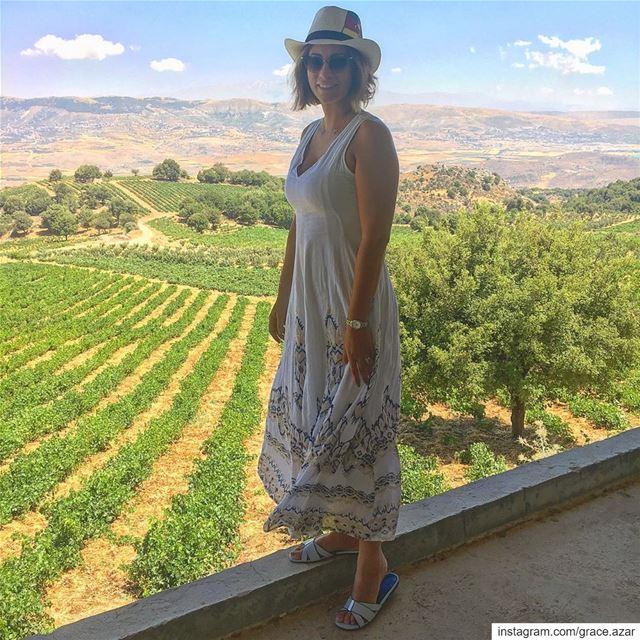 Anni, amori e bicchieri di vino non si contano mai.Picture taken at @chat (Château Qanafar)