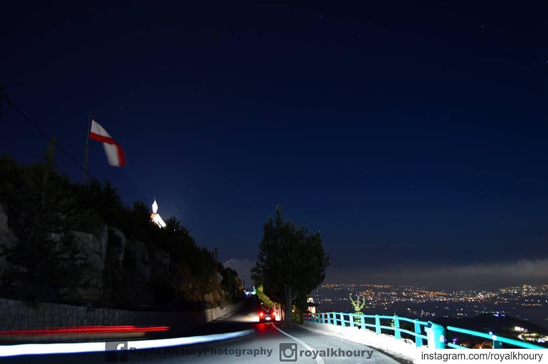 Ehden never sleep! LiveLoveEhden RoyALKhouryPhotography Lebanon Night... (Ehden, Lebanon)