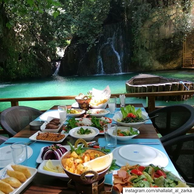 Lunch with a view 👌🏻Reserve now on 03560301.. roadtrip ... (Shallalat Al Zarka شلالات الزرقا)