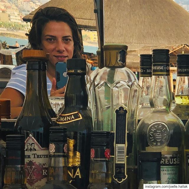 Peek-a-boo !! Read between the bottles ! .......... happyhour  jounyeh... (Pablo Escobar - Cóctel Y Cocina)