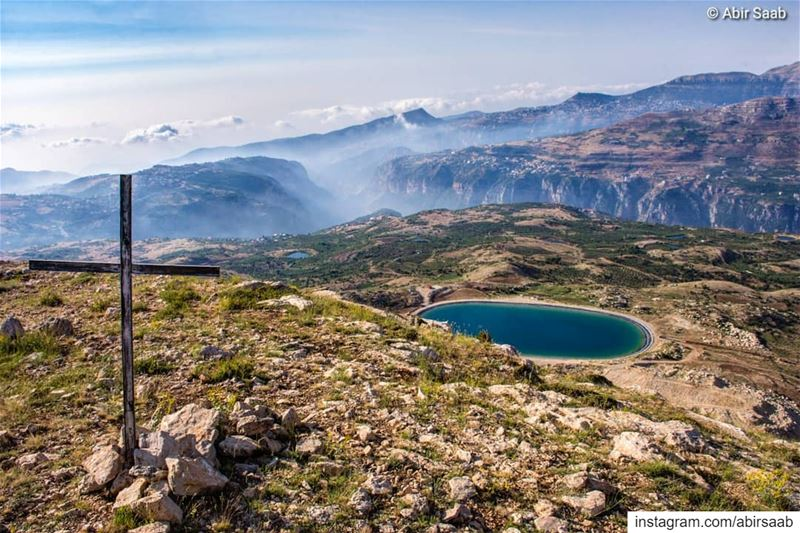 The breathtaking view from the top of @hadatheljebbeh mountain! ...... (Hadath Al Jubbah, Liban-Nord, Lebanon)