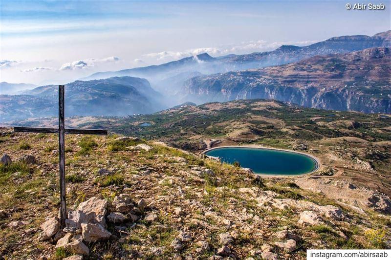 The breathtaking view from the top of @hadatheljebbeh mountain! ...... (Hadath Al Jubbah, Liban-Nord, Lebanon)