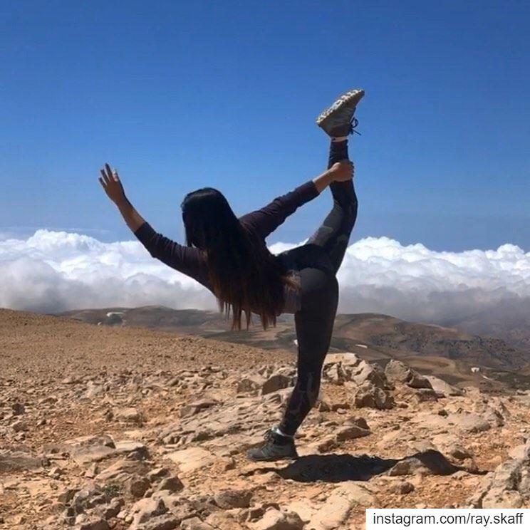 She's a yoga master 🙌🏻‼️..@decathlonleb allmotivated ........... (yoga summit)