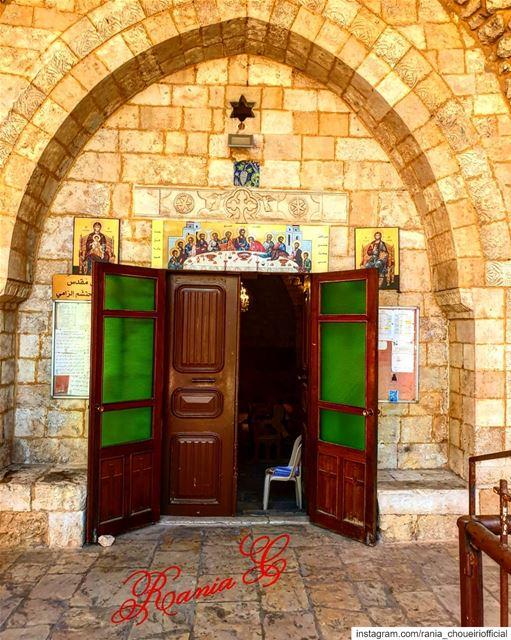 كنيسة مار جرجس الدهليز في اميون الكورة (Amioûn, Liban-Nord, Lebanon)
