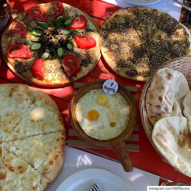 What to eat first?! Having the best breakfast at my favorite spot in Ehden... (Ejjet Semaan, Ehden)