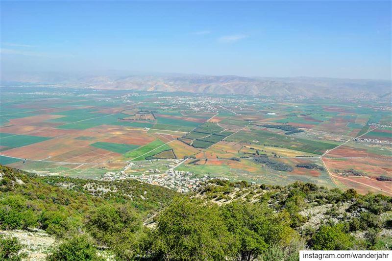 Isn't this view stunning? 💙 livelovebekaa lebanonshots lebanontraveler... (Bekaa Valley)