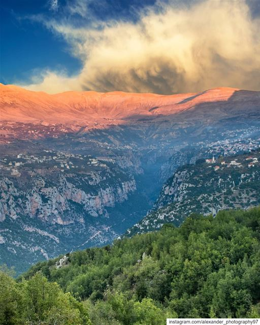 The Holy valley of kannoubine - Large stormy clouds behind the Makmel... (Ouâdi Qannoûbîne, Liban-Nord, Lebanon)