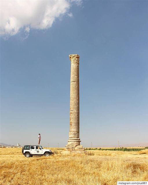 """The column that escaped from Baalbeck temple"" 📍 2019 ↔️ 1900Standing... (Aâmoûd Îaât)"