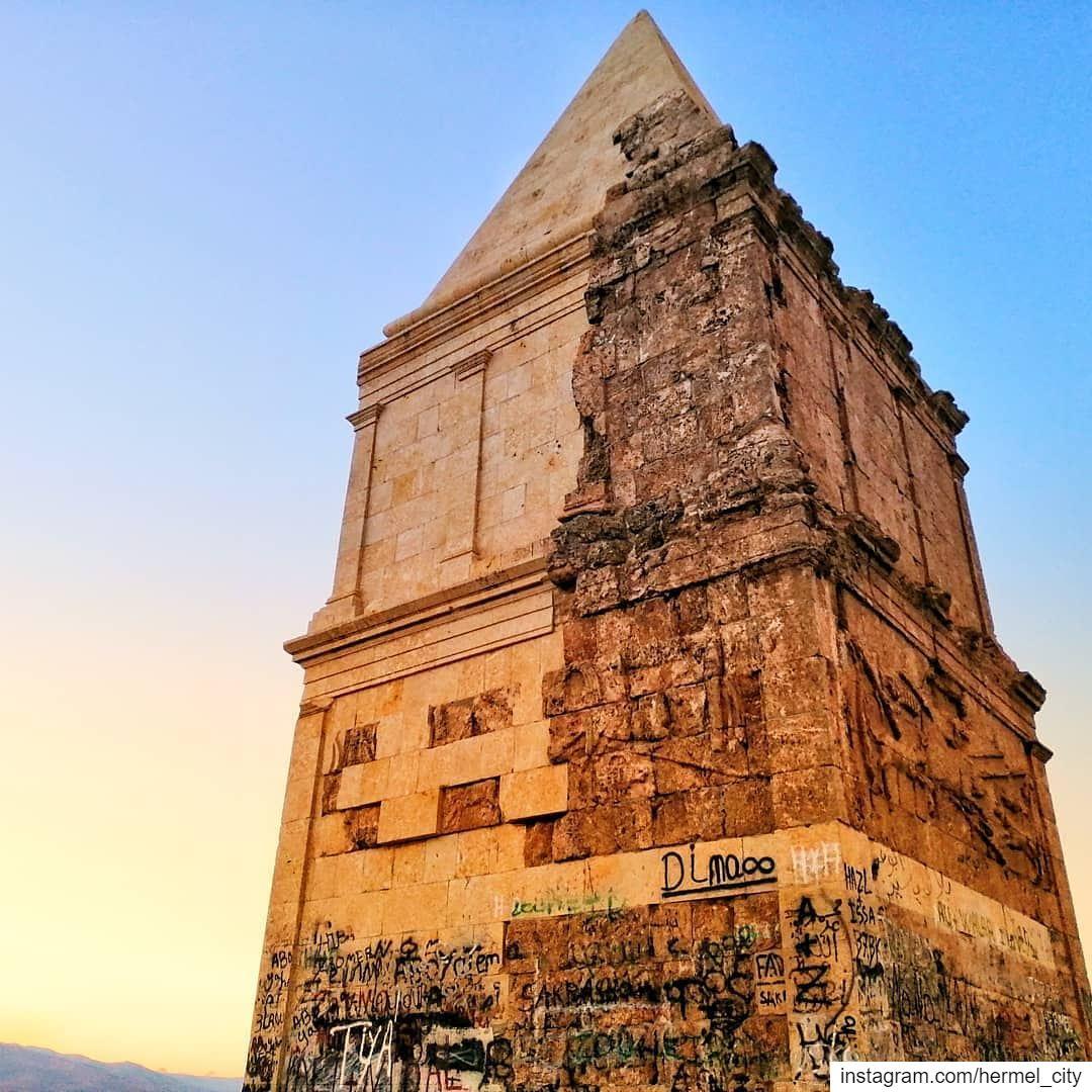 Every sunset tells a storyPhoto by @najib_g._mattar Hermel Bekaa ... (El Hermel, Béqaa, Lebanon)
