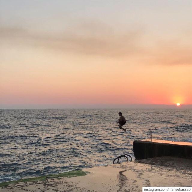 Walking on sunshine ( or sunset) lalalalalaa🎤🎤( katarina and the waves )...