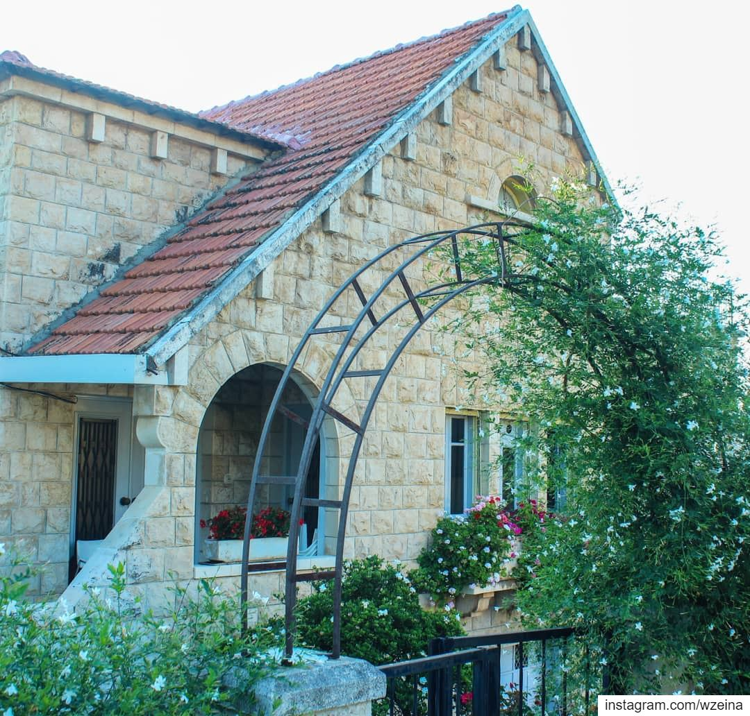 A different shape of a brick house from our Beino village 🏡 و زينت بيتي ب (Beïno, Liban-Nord, Lebanon)