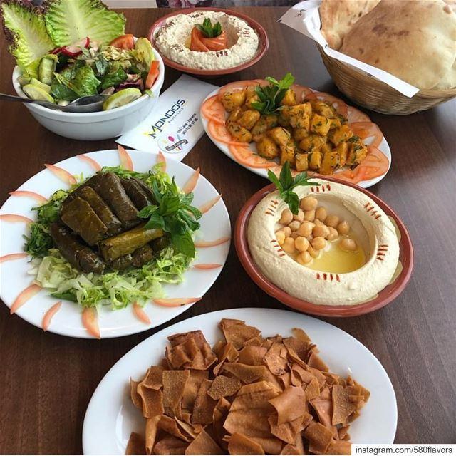 A perfect pre-lunch spread 😍😍 zgharta bnachii @mondosrestaurant ...... (Mondo's resto-café)