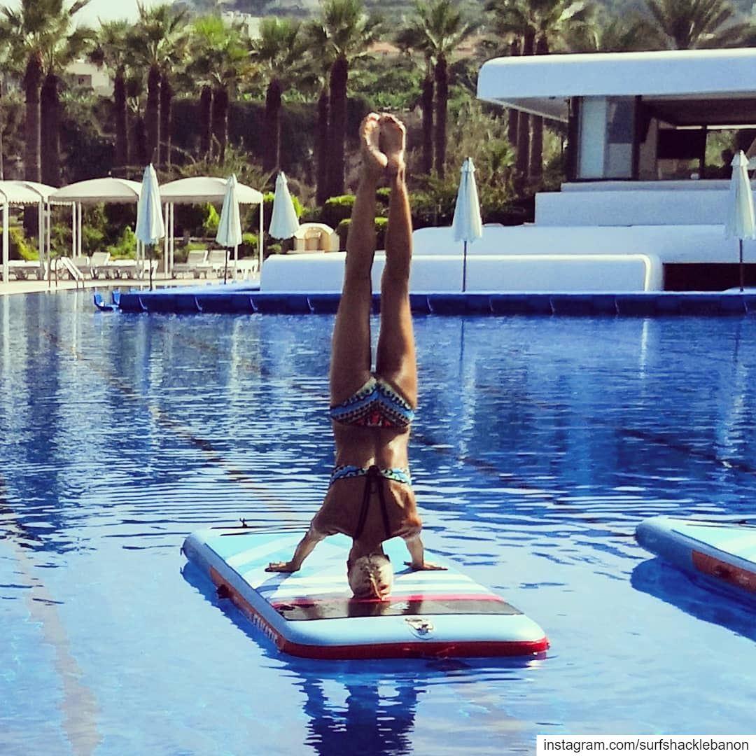 Fantastic inverted balance control ✨ 👏 👌🤸♀️..... yoga fit ... (Halate Sur Mer)