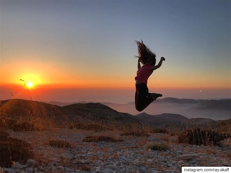 Jumping away‼️..@decathlonleb  allmotivated ................. (SunSet)