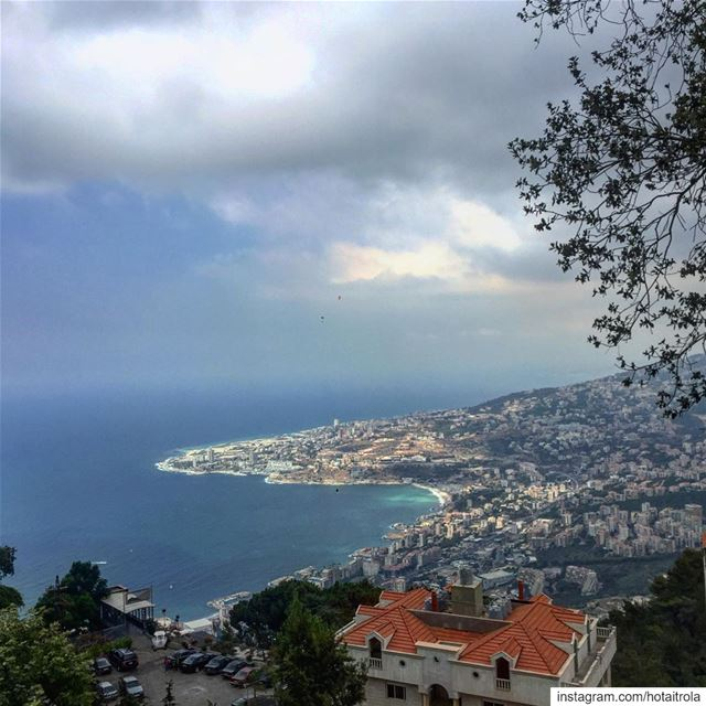 Magical view at harissa 💫 we only missed the sun ☀️ ... (Harissa)
