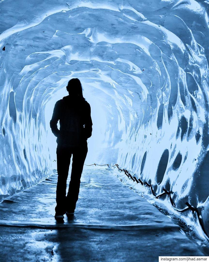 𝙏𝙝𝙚 𝙘𝙖𝙫𝙚 𝙮𝙤𝙪 𝙛𝙚𝙖𝙧 𝙩𝙤 𝙚𝙣𝙩𝙚𝙧 𝙝𝙤𝙡𝙙𝙨 𝙩𝙝𝙚 𝙩𝙧𝙚𝙖� (Grotte de Glace)
