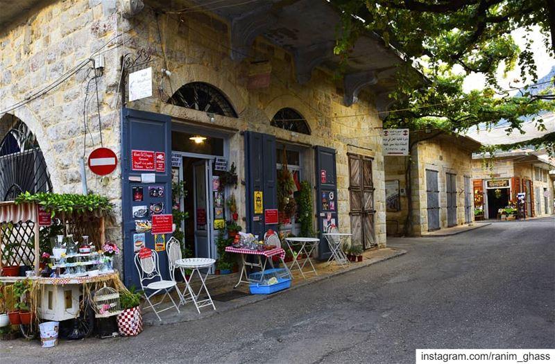 فــي قَــهوة عَـل مَفــرَقْ............ instalebanon bestofleb ... (Douma, Liban-Nord, Lebanon)