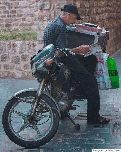 •أن تكون فلسطينياً في لبنان• streetphotography streetart book ... (Tyre, Lebanon)