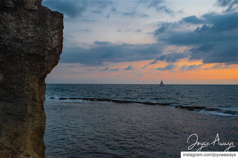 Twilight fell...🇱🇧🇱🇧🇱🇧🇱🇧🇱🇧🇱🇧🇱🇧 batroun  lebanon ... (Phoenicien Wall)