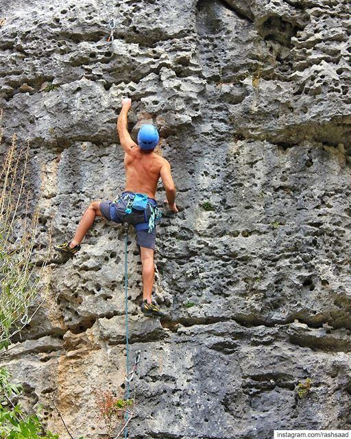 Climb... Clip... Dip... 🔁🧗♂️📷: @charbelsatouf (Feitroun, Mont-Liban, Lebanon)