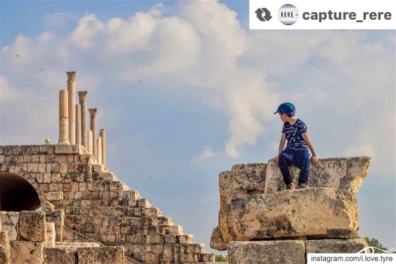 كن موقناً أن الزمان وإن غدا لك رافعاً سيعود يوماً واضعاً والطير لو بلغ السم (Tyre, Lebanon)