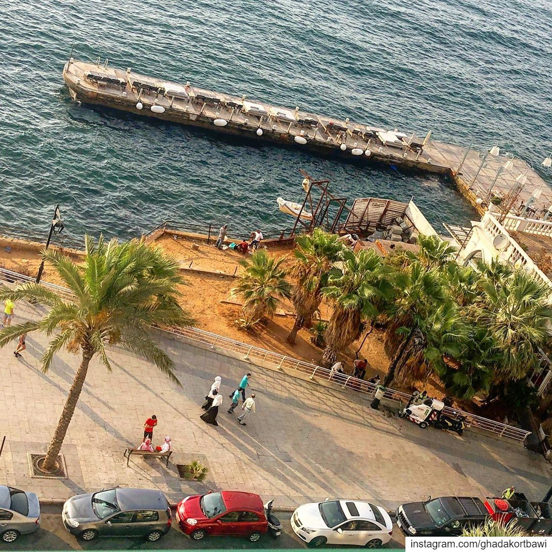 Take it easea..... topview strolling bythesea bythewater ... (Ain Mraysse)