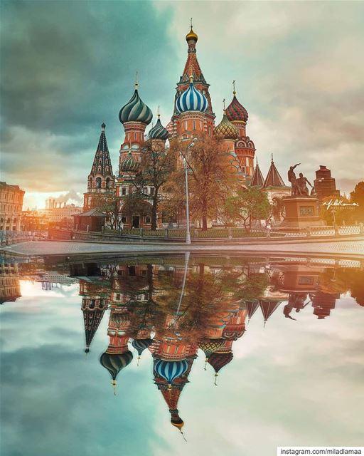 🌏 🏞️ 🇷🇺 🍁ما هذا يا موسكو ! يا لك من لوحة ، فيك تتكامل كل القصص وبك ت (Moscow, Russia)