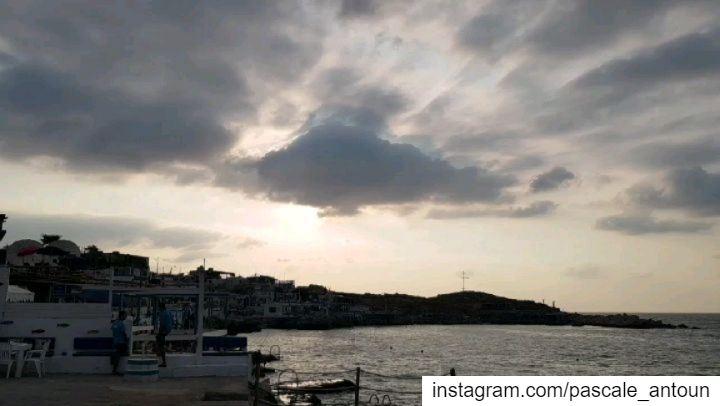 ✔Chasing sunsetbeach sunset sunsets sunsetlover sunset_love sunset� (Tahet el-rih تحت الرّيح)