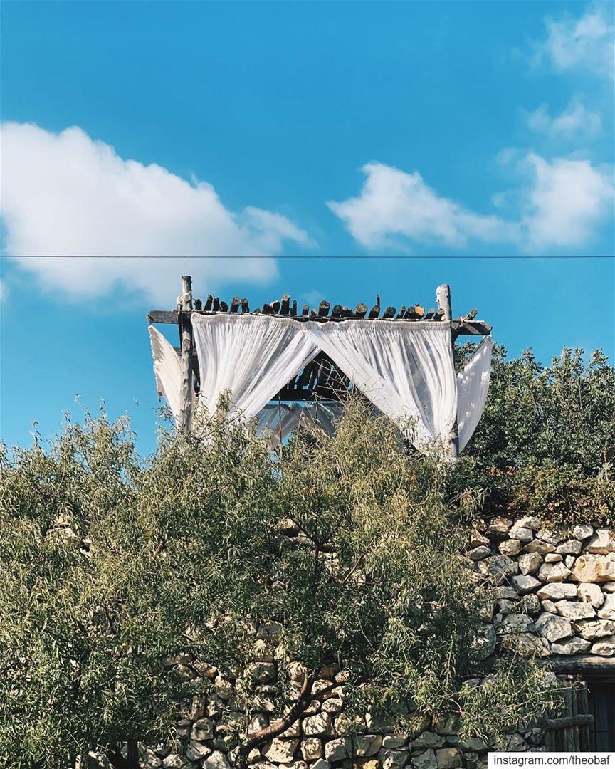 الخريف والسما زرقا............. lebanon livelovebeirut ... (Arnaoon Village)